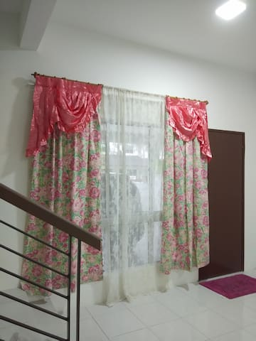 Lovely desiran bayu puchong HOUSE up to 5-8guest