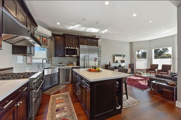 1BR 1 BA High End Exclusive Use in SOMA/MOSCONE