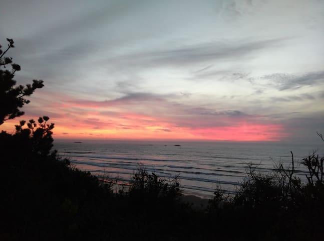 Beachside Wifi 30' Camper - Seal Rock