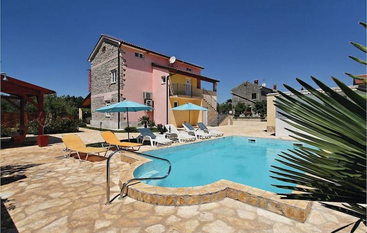 Holiday cottage with 5 bedrooms on 178 m² in Porec