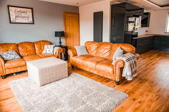 Beautiful bungalow with lovely garden dog friendly