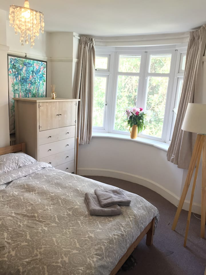 Double room in a riverside bungalow. Close to city