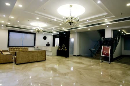 Mango Cozy Hotel Room-Jammu