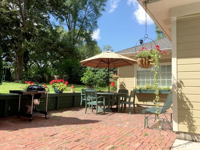 Carriage house with private garden - Minnetonka - Hus