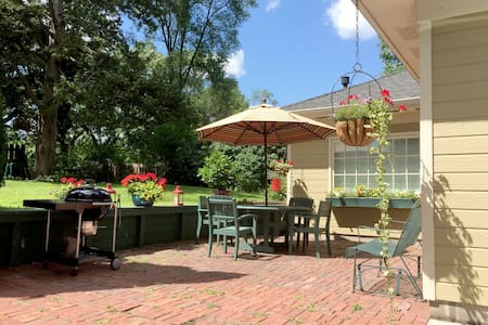 Carriage house with private garden - Minnetonka - Rumah