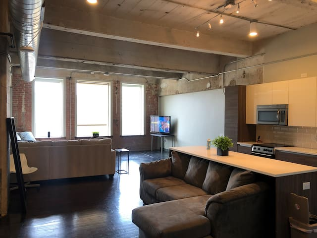 1 BR BEAUTIFUL LOFT IN THE HEART OF DOWNTOWN!