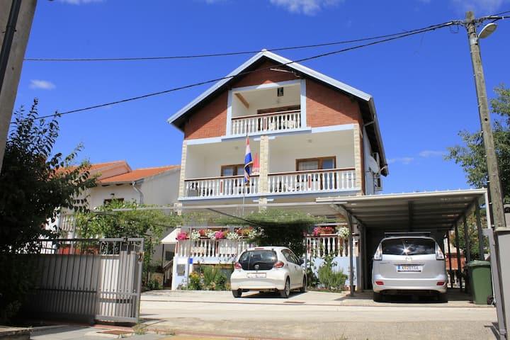 Apartment Mato A2(2+2) Crna Punta, Zadar riviera