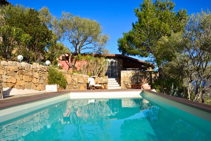 Villa con piscina stupenda vista mare e campagna - Lu Fraili di Sopra - Casa de vacaciones