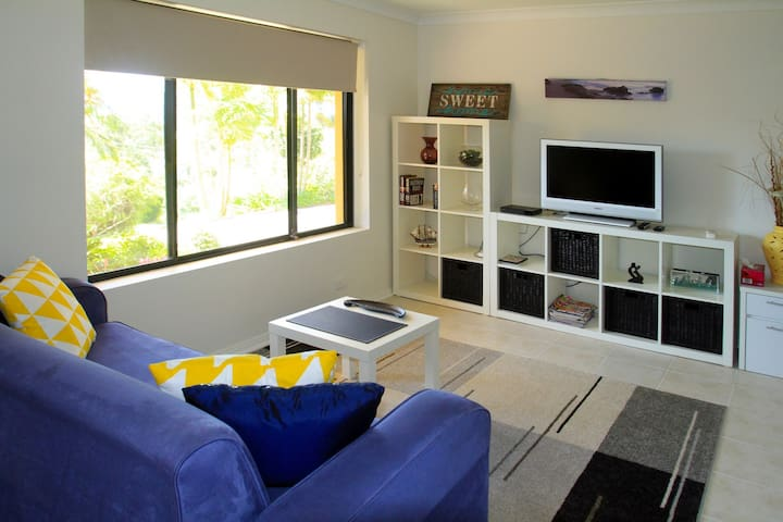 Waterviews Studio - Couples Retreat - Nelson Bay - Byt
