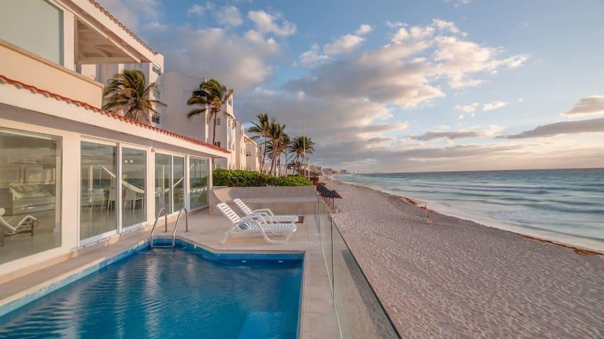 Ocean house in Cancun hotel zone