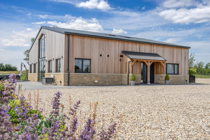 The Grove - Converted Cattle Barn
