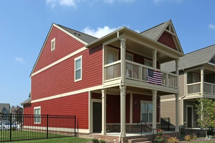 New 5 Bedroom DERBY House - ลุยส์วิลล์ - บ้าน