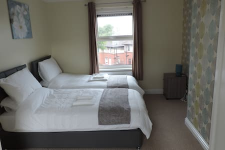 FusionThorne Immaculate 2 Bed House - 셰필드(Sheffield)