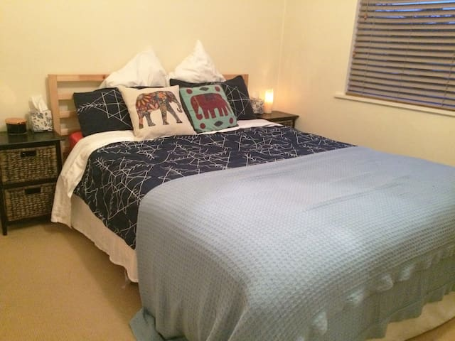 Walk to the beach/shops from this cosy apartment! - Sandringham - Wohnung