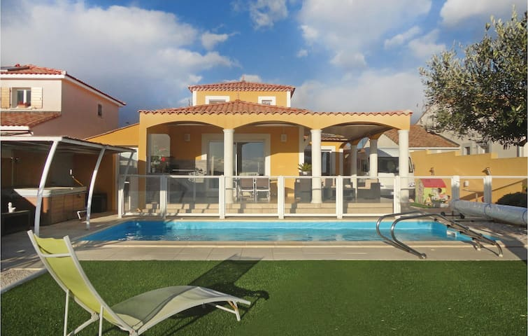 Holiday cottage with 3 bedrooms on 117 m² in Valros