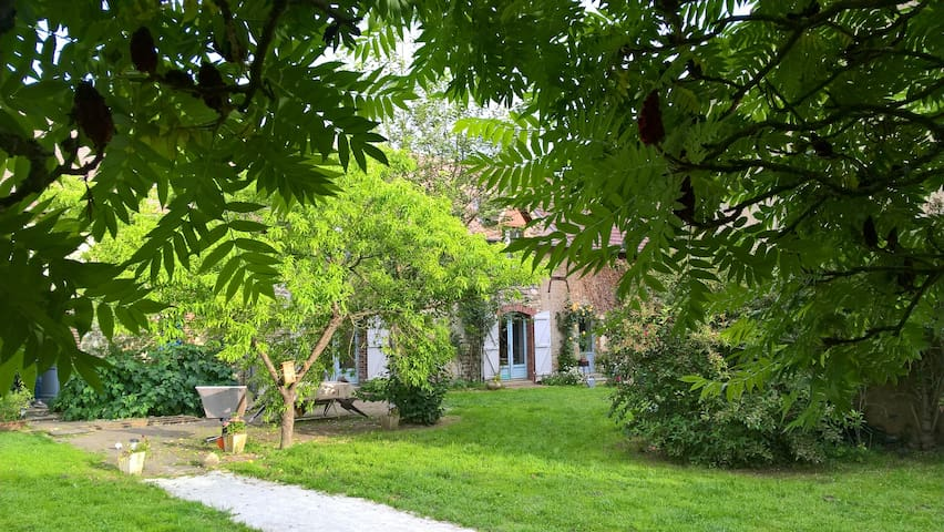 """""""la croisée des chemins- """"le poulailler"""" - Montchevrel - Nature lodge"""