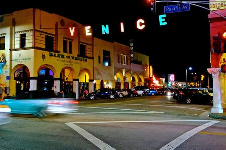 #Modern Beachside 2BR Den Venice - Venise