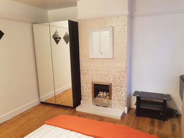 Spacious Beautiful Rooms on Welford Rd