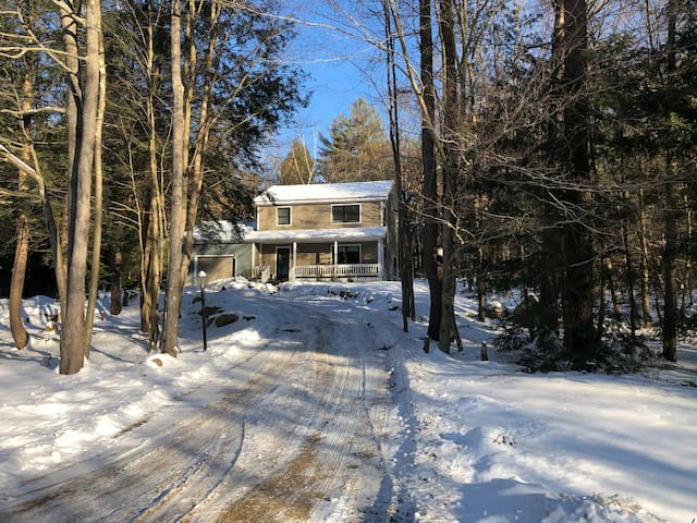 Adirondack Escape! Tranquil 3 bdrm with fire pit