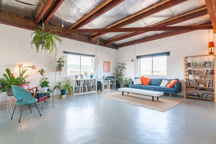 Spacious artist's loft in creative Marrickville