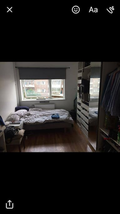 Bedroom with bed for 1 person