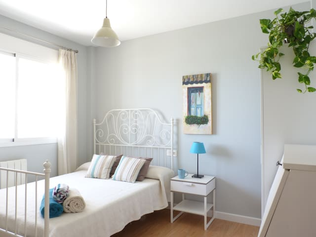 Cozy double bedroom with private bathroom - Granada - Apartment