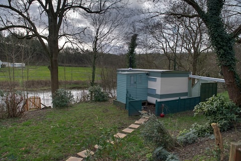 Caravan by the river, Cenarth