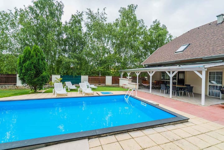 house for 16 persons with pool in Siófok R81150