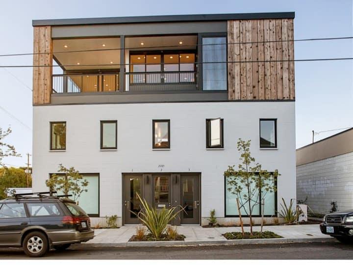 Art/light-filled Portland flat