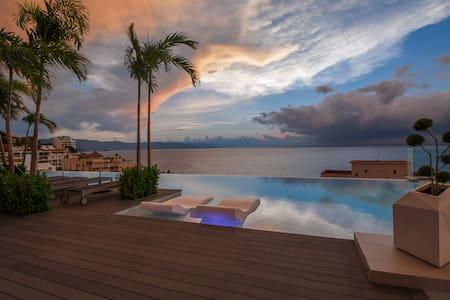 D'Terrace Luxury Residence - Romantic Zone / Beach - Puerto Vallarta - Kondominium