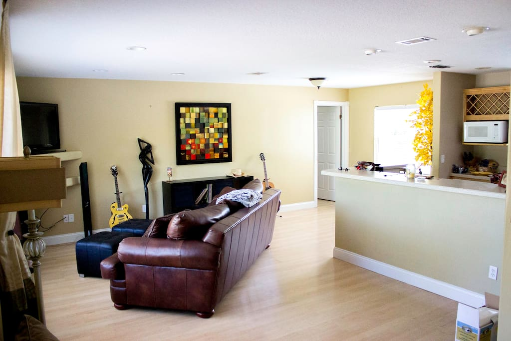 Living Room With Cable TV and Wireless Internet