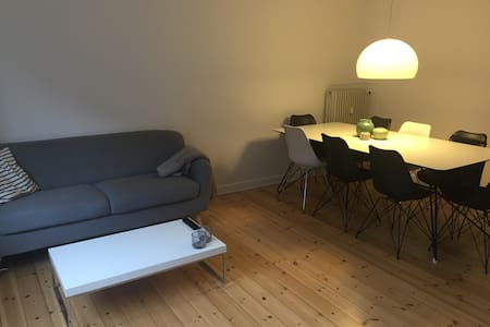 2 room apartment in a quiet neighborhood in Frederiksberg. Only 20 min on bikes from Tivoli and close to a metro station that can take you anywhere you want. The apartment consist of 1 bedroom, 1 living room, kitchen and newly renovated bathroom.