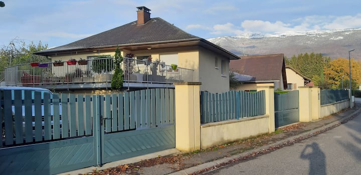 Bedrooms in house near Geneva,CERN & 3 ski resorts