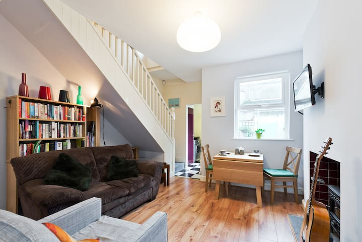 Artisan Terraced House in Charming Stoneybatter - Dublin - House