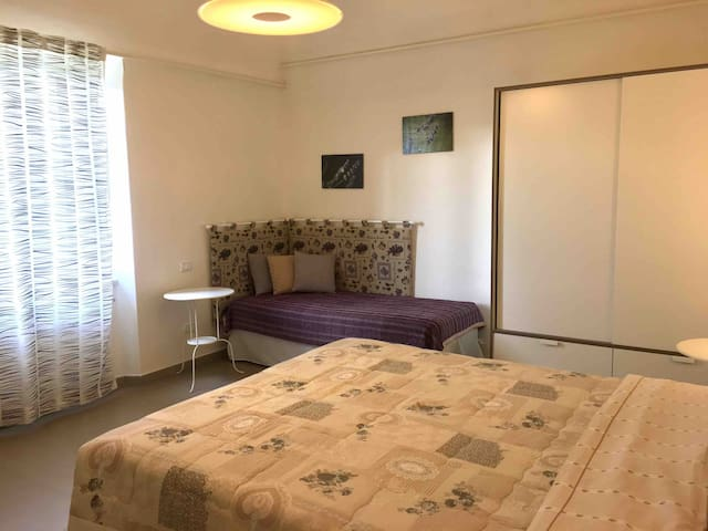 Triple room (level 2) with double bed and single bed