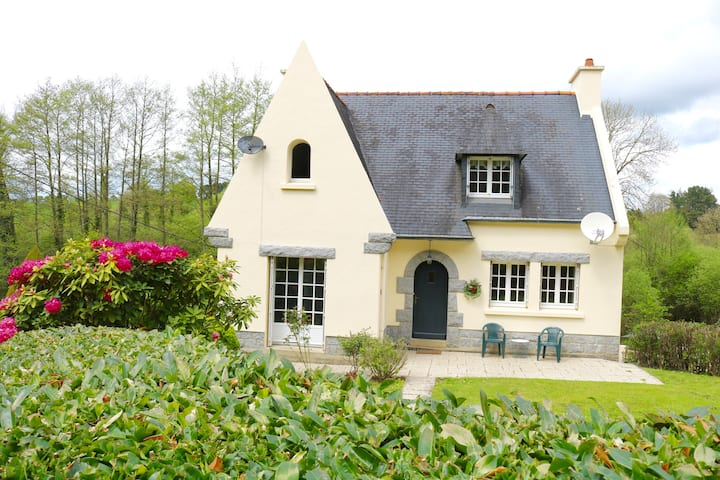 Large house & private garden near Carhaix shops