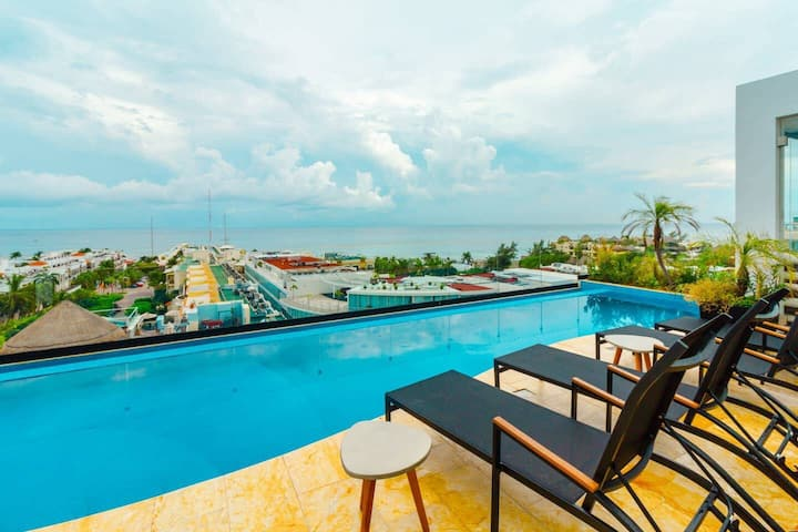Centric Studio with A/C, Kitchen, Pool, Gym and Rooftop view of the Caribbean!