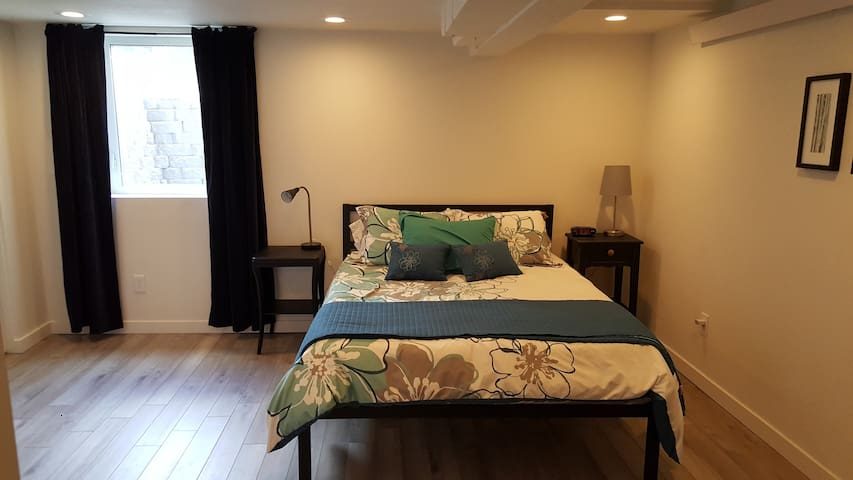 Newly updated basement guest suite near Greenlake