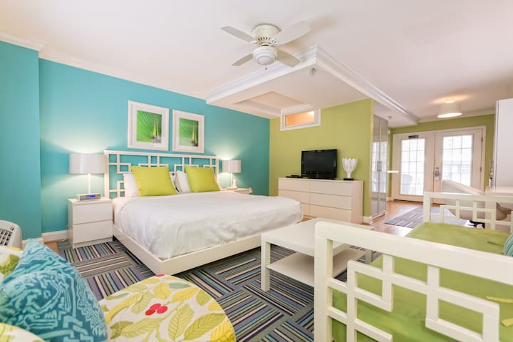Studio King - one king bed; one twin day bed (pet-friendly) - Canalside Inn