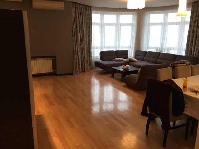 Modern 3BD Flat Close to Everywhere - Bakı - Appartement