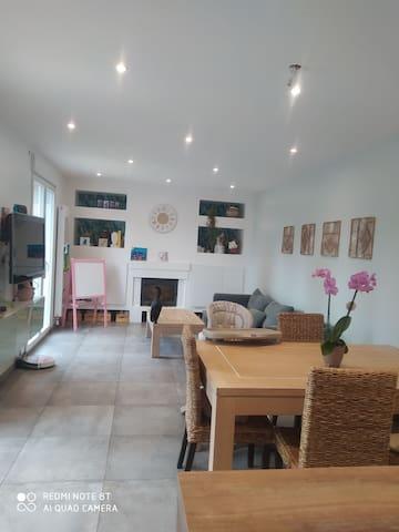 Maison avec piscine hors-sol et spa gonflable