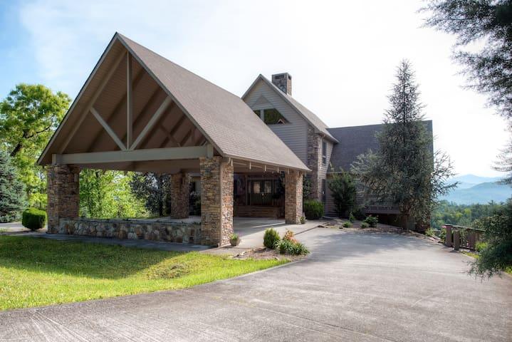 'Bear's Den Lodge' - 5BR in Townsend - Townsend