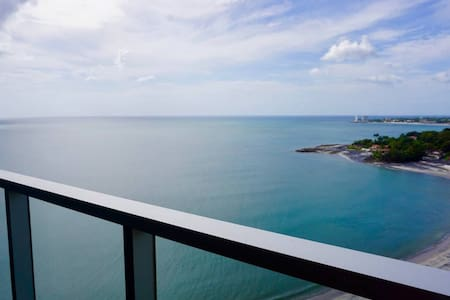 STUNNING OCEAN VIEW BEACHFRONT CONDO #1706
