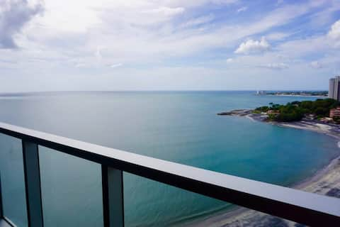 STUNNING OCEAN-VIEW BEACHFRONT UNIT 1706 Pool open