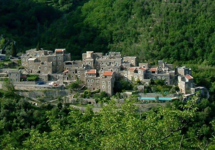 Casa nella Roccia nel centro di un Borgo Medievale
