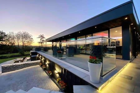 Luxury Accom with Amazing Views over Rudyard Lake