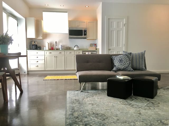 Airy Modern Sanctuary in town, walk to everything