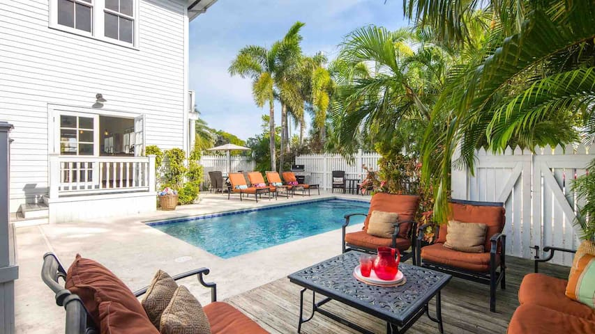 **SOUTHERNMOST HOSPITALITY VII** 7BR/7BA & Pool + LAST KEY SERVICES...