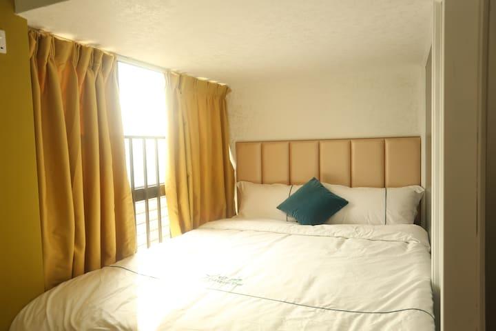 楼下的1.5*2的双人床