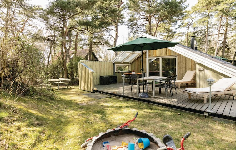 Holiday cottage with 2 bedrooms on 54m² in Nexø